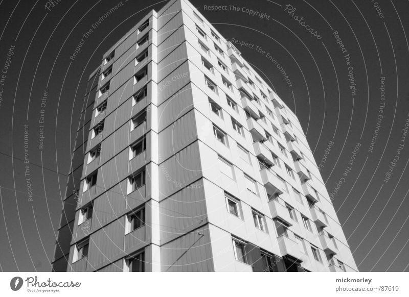 hochhaus schwarz Hochhaus hoch Häusliches Leben Block Plattenbau Grauwert Wohnhochhaus