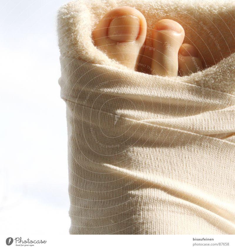 Eingetütet ruhig Fuß Schutz Krankheit Gleise Dienstleistungsgewerbe gebrochen Zehen geduldig Wunde Heilung Verband gebunden Zehennagel