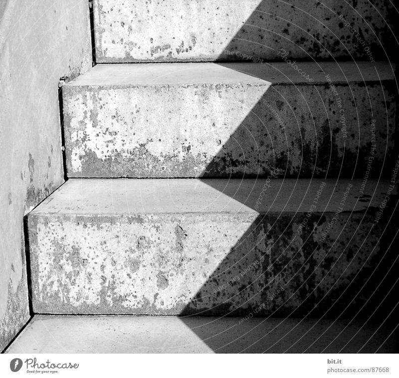 GEGENSATZ weiß dunkel Straße Architektur Traurigkeit Wege & Pfade Linie Zusammensein 2 trist geschlossen Schnur nah Asphalt Irritation Gesellschaft (Soziologie)