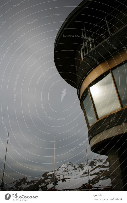 Architektonische Blähung (Vol.2) Himmel Ferne Fenster Schnee Berge u. Gebirge Holz Wetter gold Aussicht Gipfel frieren Wintersport heizen Allgäu Winterurlaub