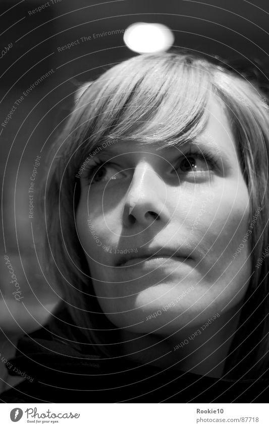 Weitsicht Frau schön ruhig Auge Ferne kalt Gefühle Kopf Denken Angst Perspektive ästhetisch Coolness Romantik Aussicht nah