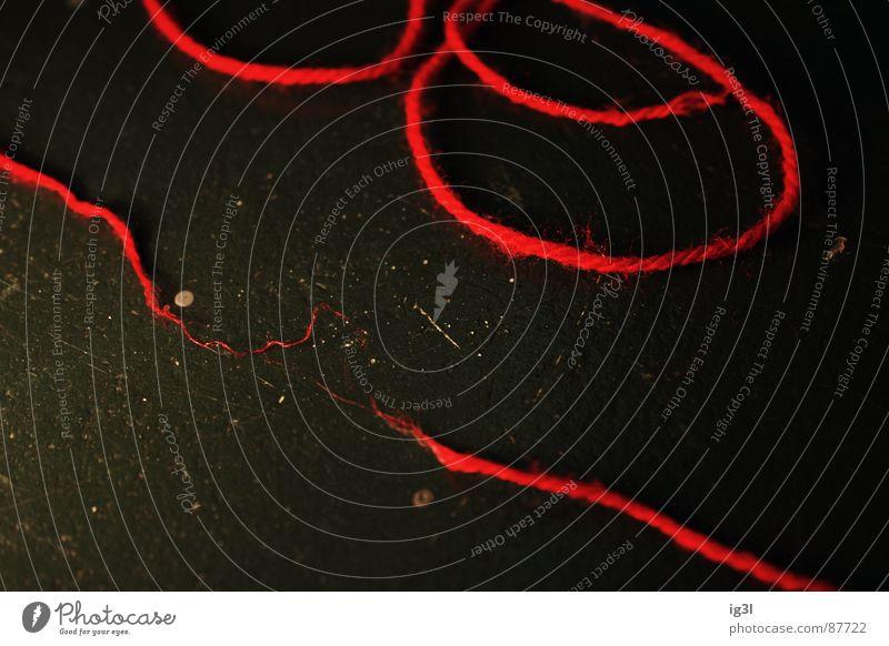 der rote faden grün schwarz Linie Seil kaputt Ende Kontakt Konzentration Partnerschaft chaotisch durcheinander verloren Zerstörung Schlag