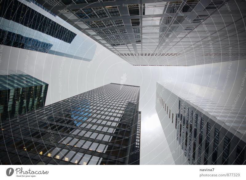 hoch h( in) aus Ferien & Urlaub & Reisen blau weiß Haus Architektur Gebäude hell Business Wachstum modern Hochhaus Erfolg groß Geschwindigkeit Geld Hauptstadt