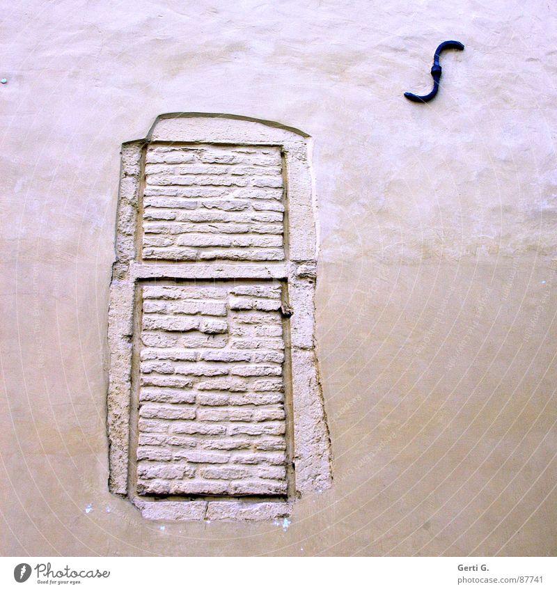 praktisch, quadratisch, dicht luftdurchlässig Mauer Schmiedeeisen Verfall porös geschlossen offen stumm verbarrikadiert antik Fassade Einbruch Diebstahlsicher