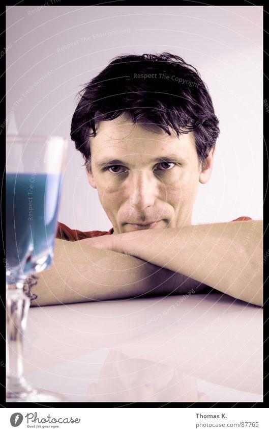 Blauer Portugiser Wasser Farbe Kopf Haare & Frisuren Denken Glas Arme warten Kommunizieren Körperhaltung Gastronomie Stengel Alkohol Kristallstrukturen Becher