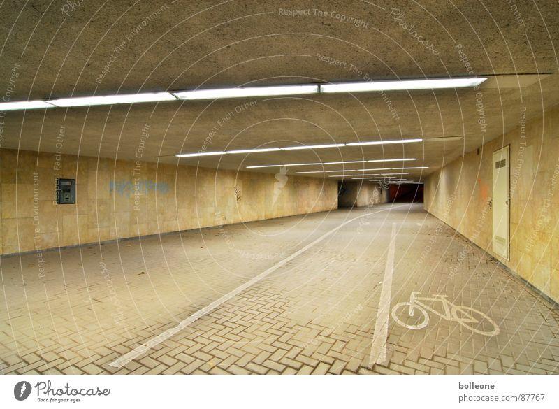 Lichtzauber I Tunnel Fahrradweg unheimlich gehen bedrohlich geheimnisvoll Einsamkeit Lichtstimmung gefährlich Unterführung Bürgersteig