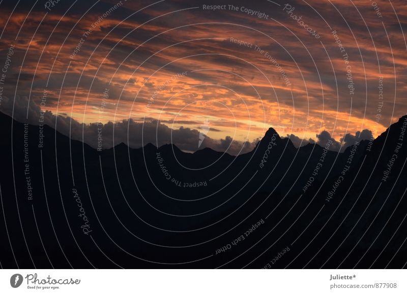 Abenddämmerung in den Bergen II Natur Landschaft Himmel Wolken Nachthimmel Horizont Sonnenaufgang Sonnenuntergang Sommer Schönes Wetter Alpen Berge u. Gebirge