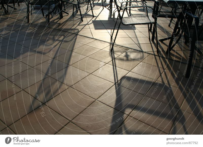 Cafe del Wintersonne Sonnenspiegelung hell Licht Stuhl Balkon Café Mittagssonne Schattenspiel Sonntag Sonnenuntergang verdunkeln Morgen Reflexion & Spiegelung