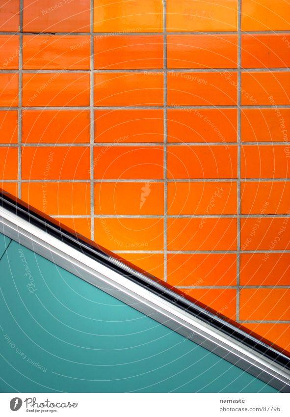 schlumpp/HH oben U-Bahn grün Rolltreppe Schlag unten abwärts orange Verschlechterung Abwärtsentwicklung Fliesen u. Kacheln Bahnhof aufwärts aufwärtstrend