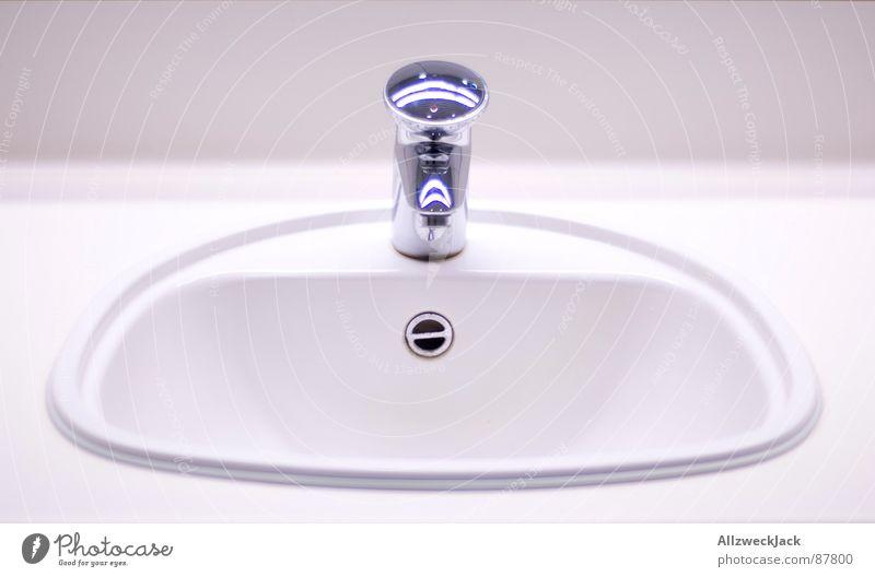 Handhygienebecken in Reinweiß Handwaschbecken Waschtisch Waschbecken Sauberkeit Reinigen nass strahlend Tick Erfrischung kalt feucht Bad gepflegt steril