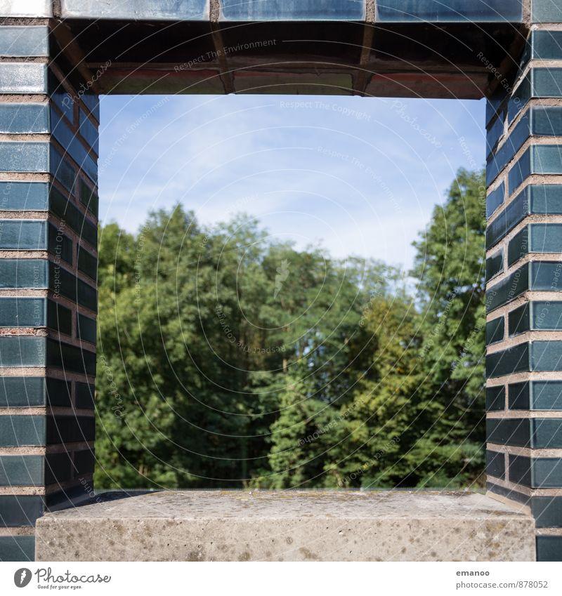 Blick ins Grüne Himmel Natur grün Baum Landschaft Haus schwarz Wald Fenster Wand Architektur Mauer Gebäude Stein Fassade Beton