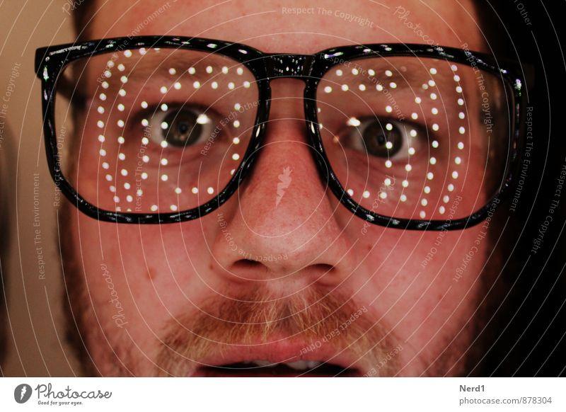 What? Mensch maskulin Auge Bart 1 glänzend Neugier verrückt Angst Brille Lichterscheinung Reflexion & Spiegelung Innenaufnahme Freisteller Kunstlicht