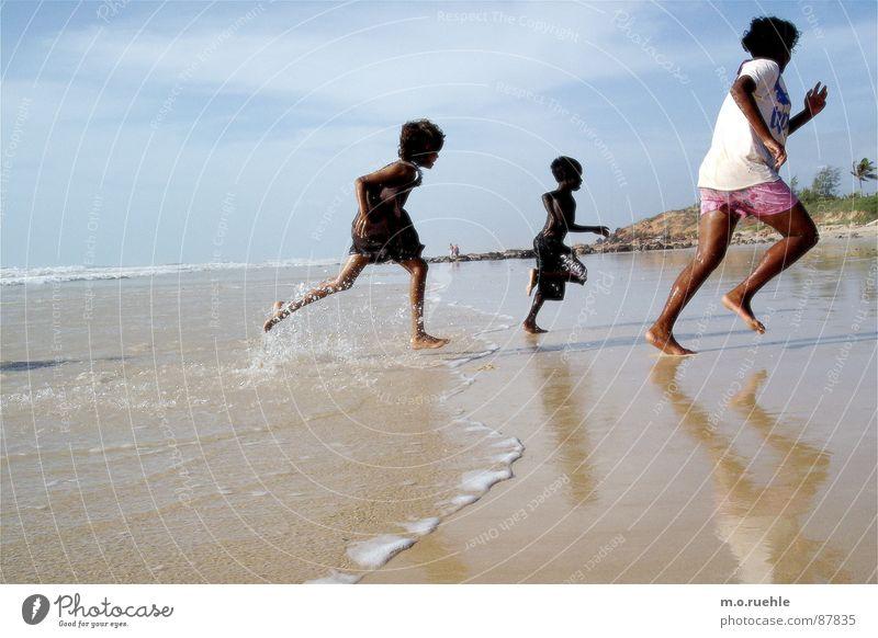 aborigines Kind Wasser Meer Strand Australien Australier einheimisch Aborigine