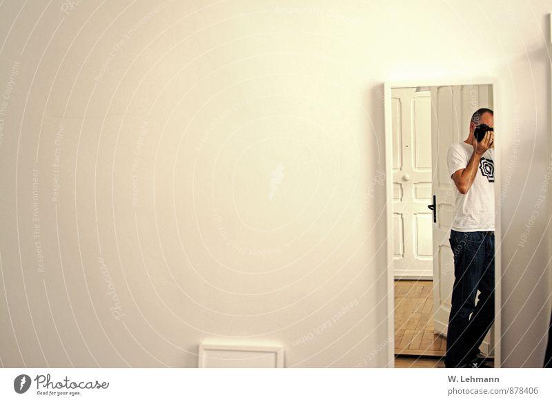 Selfie in Berlin Mensch Ferien & Urlaub & Reisen Mann Haus Erwachsene Glück maskulin Körper Geburtstag Europa Autotür Bundesadler Fotokamera Spiegel