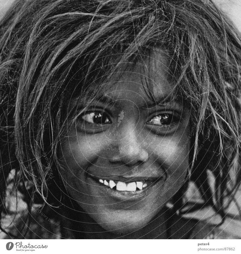 Augenblicke 3 Mensch Kind Mädchen Gesicht Gefühle Glück lachen Haare & Frisuren Zähne Sauberkeit analog fremd Haarsträhne heimatlos