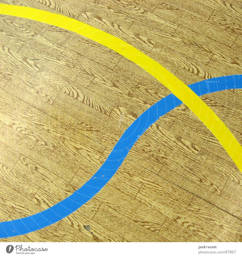 Blau / Gelb, Linien auf Holzimitat Konzentration Perspektive kreuzen Norm Geometrie Regel Spielfeld wahrnehmen Treffpunkt gebraucht Linienstärke verbinden Kurve