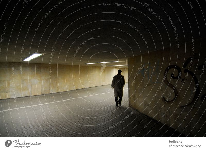 Ab um die Ecke... Einsamkeit gehen bedrohlich geheimnisvoll Tunnel unheimlich Unterführung Fahrradweg Lichtstimmung