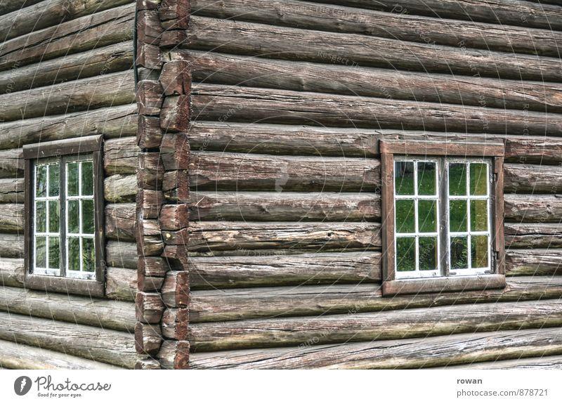 blockhütte Haus Einfamilienhaus Hütte Bauwerk Gebäude Architektur Fenster alt Holzhaus Holzwand Holzbauweise Ecke Tradition historisch Farbfoto Außenaufnahme