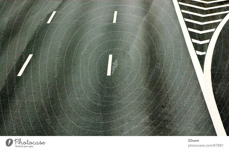ausfahrt verpasst Streifen Fahrbahnmarkierung Autobahn Teer graphisch gestreift geradeaus rechts Schilder & Markierungen Ausfahrt einfach Strukturen & Formen