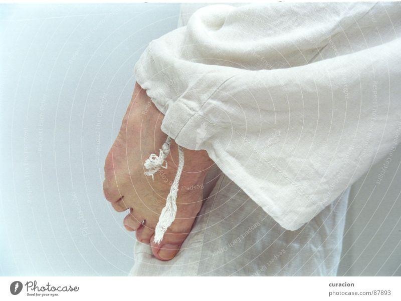 Karate Fuß Fernost Zehen Anspannung Erholung hell-blau beige weich Tai Chi Körperpflege Fußspur Muskulatur Spielen Konzentration Schnur ercu Seil Beine büx