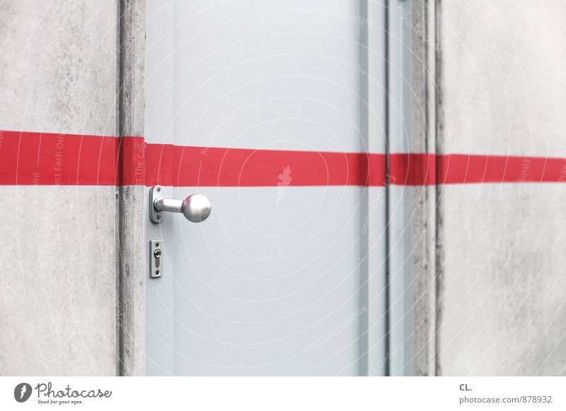 bis hierher und nicht weiter Haus Mauer Wand Tür Griff Linie rot Perspektive stagnierend Trennung Ziel Barriere aussperren geschlossen Farbfoto Außenaufnahme