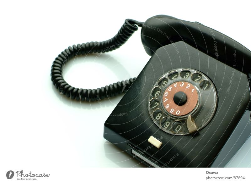 Noch ein Telefon Einsamkeit schwarz Kommunizieren Technik & Technologie Schnur Ohr Kontakt DDR verbinden Dinge altmodisch Telefonhörer Elektrisches Gerät