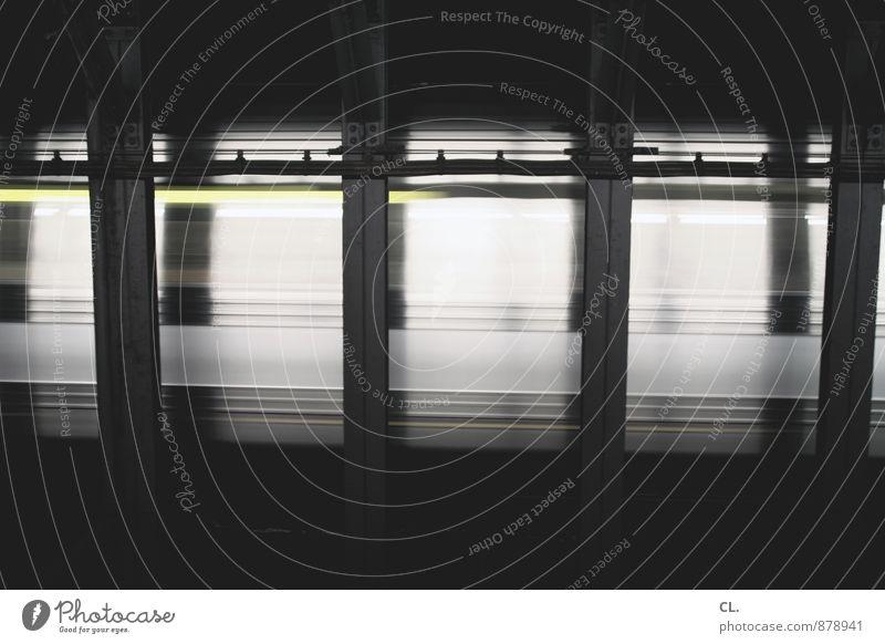 subway New York City Verkehr Verkehrsmittel Bahnfahren Schienenverkehr U-Bahn Bahnhof Bahnsteig rennen Bewegung dunkel Geschwindigkeit Stadt Platzangst Stress