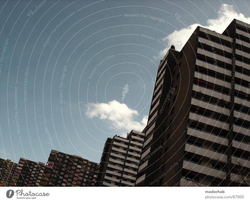 WIR LEBEN Himmel Stadt blau Wolken Haus Fenster Leben Architektur Gebäude Freiheit fliegen oben Arbeit & Erwerbstätigkeit Wohnung Design Wetter