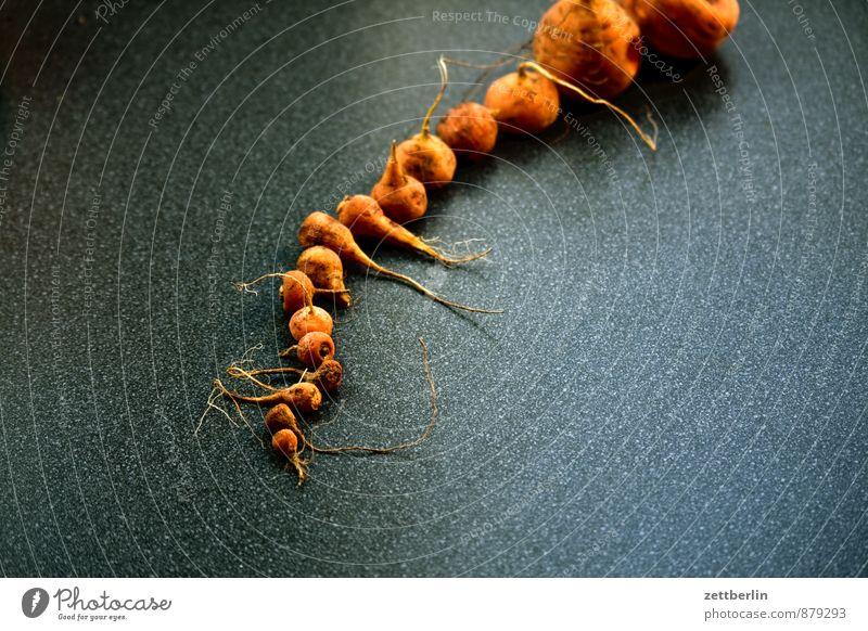 Möhren auf dunkel Gesunde Ernährung klein Essen Speise Garten Foodfotografie Erde Frucht Ernährung Tisch Textfreiraum Kochen & Garen & Backen Küche Gemüse Ernte Bioprodukte
