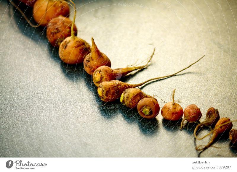 Möhren auf hell Ernte Ernährung Frucht Gemüse Wurzelgemüse Reihe Tisch Vitamin klein diagonal aufgereiht Bioprodukte Biologische Landwirtschaft Slowfood