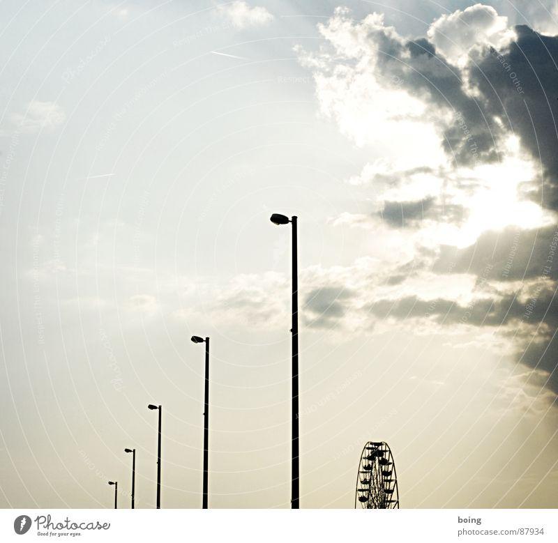 28 Schritte westwärts – the long way to Schenny's smile hoch Brücke Kommunizieren Spaziergang Sehnsucht Denkmal Aussicht Jahrmarkt Wahrzeichen Nostalgie Abenddämmerung Fernweh Oktoberfest Aufenthalt Riesenrad kühlen