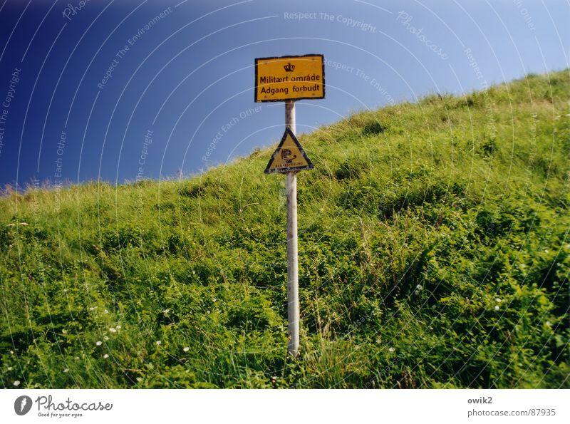 Militärisches Sperrgebiet Ferien & Urlaub & Reisen Ferne Wiese Gras Freiheit Horizont Schilder & Markierungen gefährlich Schriftzeichen Hinweisschild Zeichen