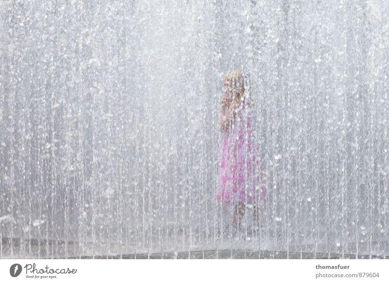 Summer in the city Mensch Kind Stadt Wasser Sommer Mädchen Freude feminin Spielen Schwimmen & Baden Park Kindheit nass Lebensfreude Sauberkeit Kleid