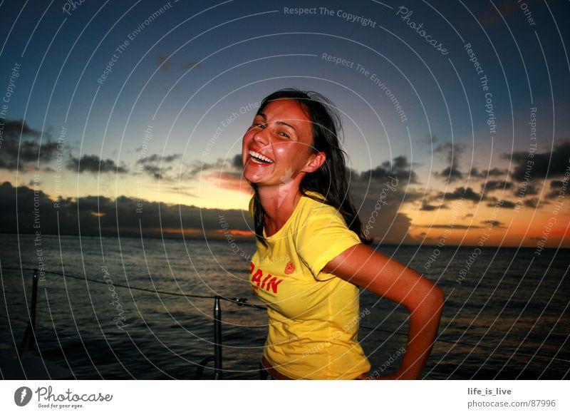 ...du bringst mich zum Lachen! Frau Wasser Himmel Meer Freude Ferien & Urlaub & Reisen Freiheit lachen Wasserfahrzeug einzigartig Lebensfreude grinsen