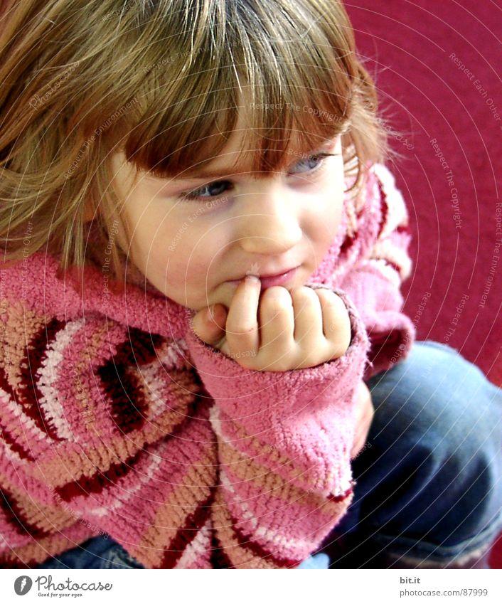 Hhmmmm.... Mädchen Kind blond nachdenklich niedlich Kleinkind positiv Pony Bildausschnitt Anschnitt Kinderhand allerliebst Kindergesicht Wollpullover 1-3 Jahre Hand am Kinn