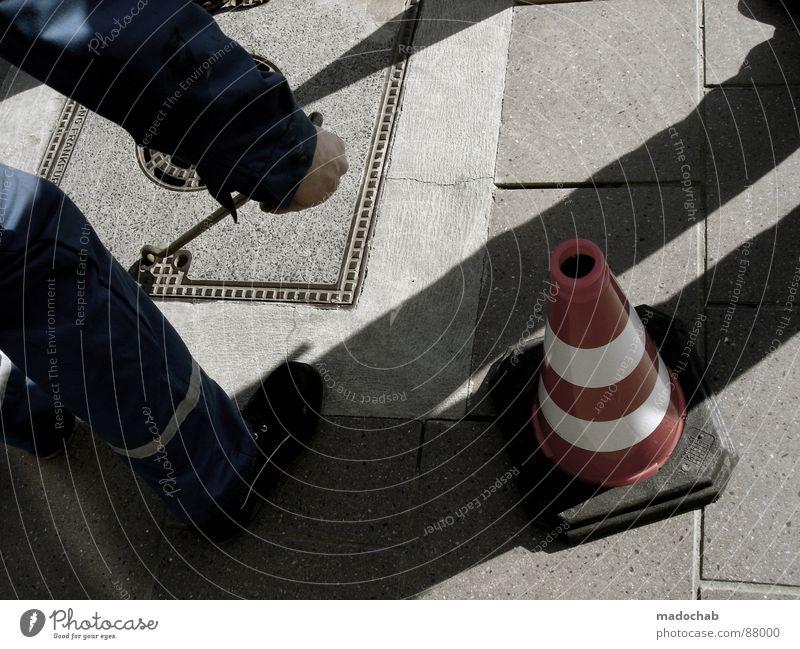 MELBOURNE: ICH KOMME... Mensch Mann Einsamkeit Winter Haus Tod kalt grau Traurigkeit Gebäude Stein Eis Arbeit & Erwerbstätigkeit Treppe Beton trist