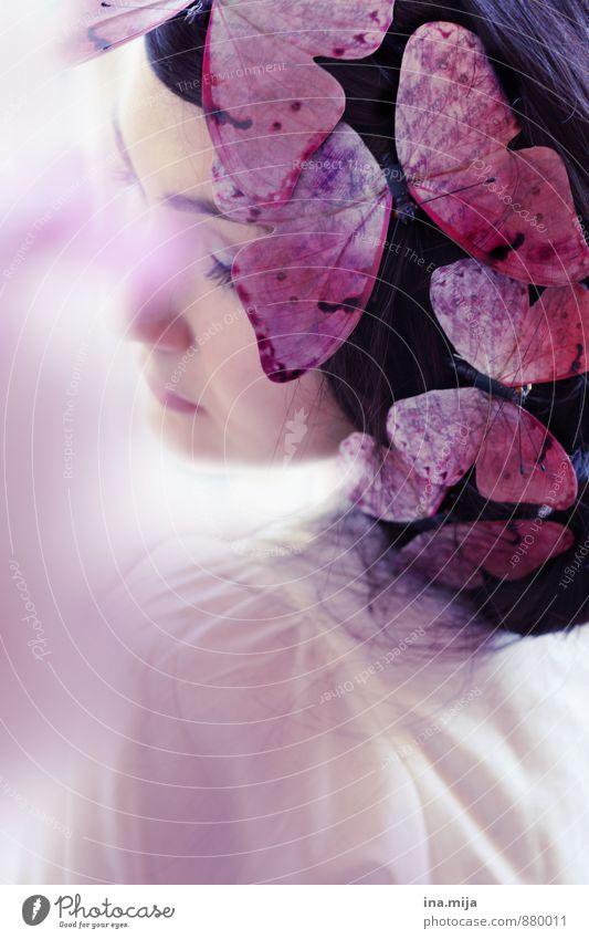mariposa Mensch Frau Kind Jugendliche Sommer Einsamkeit Erholung Junge Frau Tier 18-30 Jahre Erwachsene feminin Frühling Haare & Frisuren träumen elegant