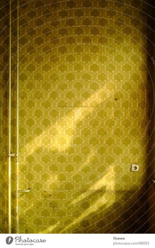 VEB Elektrokohle 01 Einsamkeit Mauer Design verfallen Tapete Röhren Steckdose Sanieren Leerstand resignieren desolat beenden bedauerlich Wandverkleidung Heizungsrohr