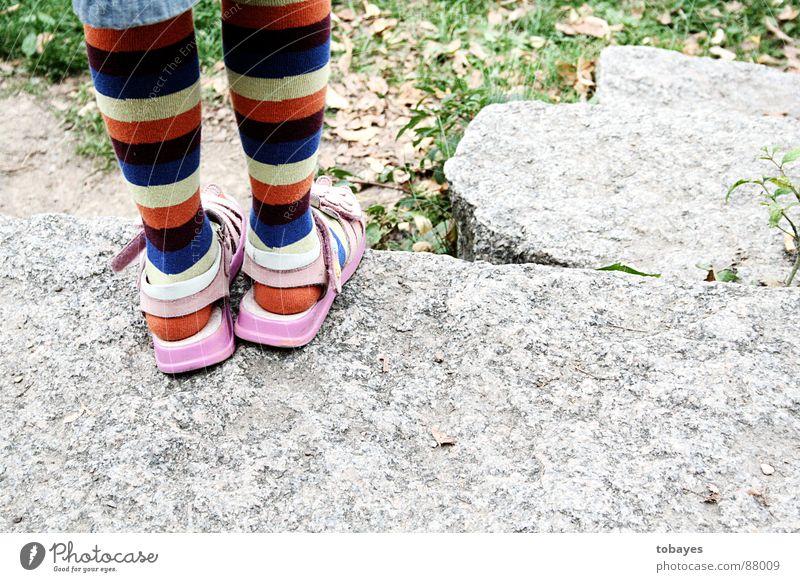 langstrumpf Kind Fuß Beine rosa Strümpfe Kniestrümpfe Ringelsocken