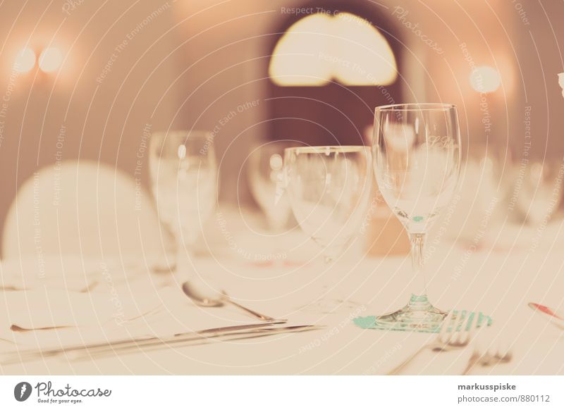 festlich gedeckter tisch Stil Glück Party Wohnung Design Häusliches Leben elegant Glas Geburtstag Ernährung Fröhlichkeit Getränk Hochzeit Vertrauen Bioprodukte