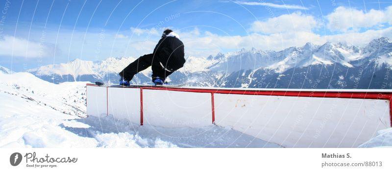 Straightbox Tailslide Snowboard Österreich Wolken Österreicher Stil Außenaufnahme Wintersport Freizeit & Hobby Freestyle extrem Luft Trick Resort Snowboarder