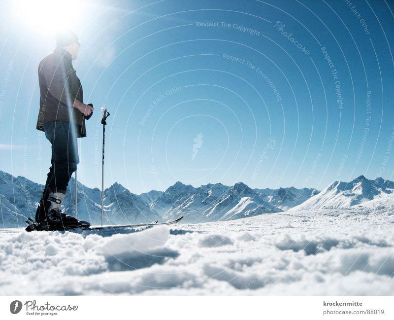 Am Gipfel der Vorfreude Himmel Sonne kalt Schnee Berge u. Gebirge warten Skifahren Jeanshose Niveau Schweiz Sonnenbad Skifahrer Wintersport Schneeflocke Bergkette alpin