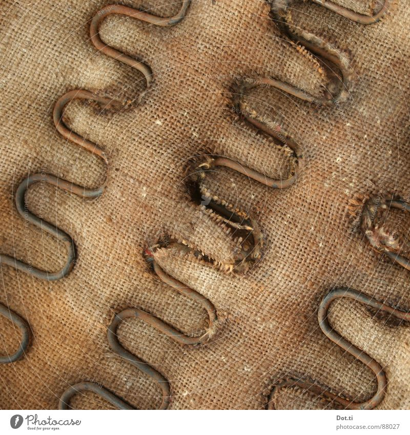 pl. wait to be seated alt braun Stuhl kaputt Wandel & Veränderung Vergänglichkeit Möbel Verfall Handwerk Rost Metallfeder Sitzgelegenheit durcheinander Sessel Textilien