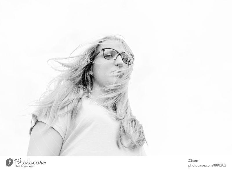 Sad Natur Jugendliche schön Junge Frau Einsamkeit 18-30 Jahre Erwachsene Traurigkeit feminin natürlich Mode träumen elegant blond Brille einzigartig