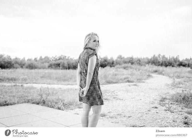 Sad - END Lifestyle elegant Stil schön feminin Junge Frau Jugendliche 13-18 Jahre Kind Natur Landschaft Herbst schlechtes Wetter Sträucher Mode Kleid blond