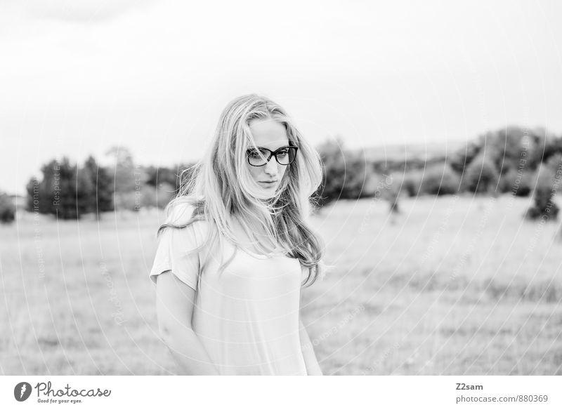 Sad elegant schön feminin Junge Frau Jugendliche 18-30 Jahre Erwachsene Umwelt Natur Landschaft Herbst Baum Gras Sträucher Wiese Mode Kleid Sonnenbrille blond