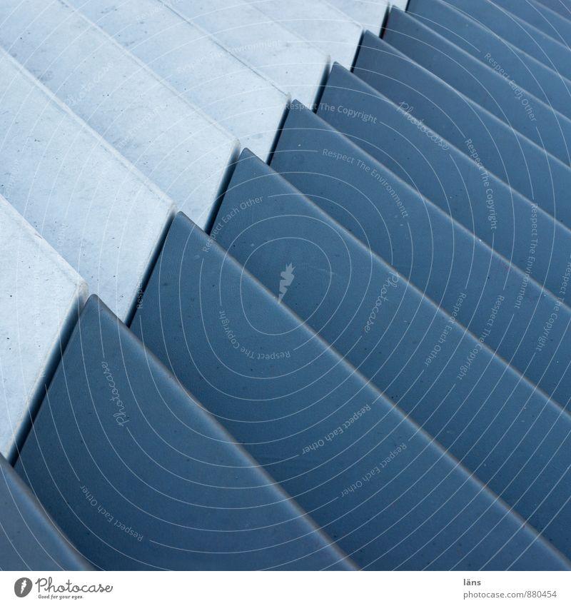 Level 600 Hamburg Hafenstadt Treppe Beton Metall Linie eckig einfach blau Beginn modern Ordnung Perspektive planen Präzision Neigung aufwärts Blick nach oben