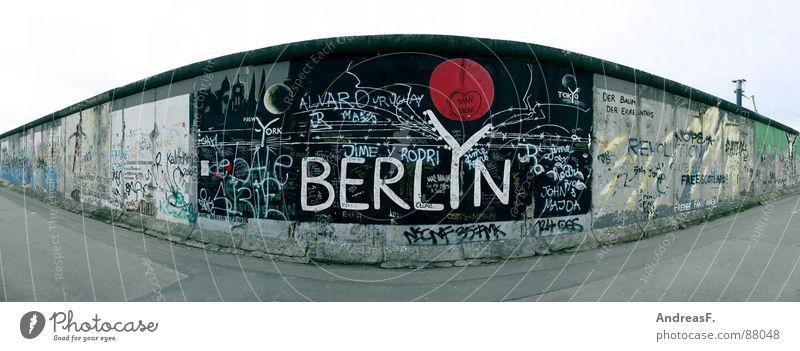 BERLYN @ eastsidegallery Berlin Mauer Kunst groß Denkmal DDR Wahrzeichen Osten Panorama (Bildformat) Hauptstadt Wiedervereinigung Sowjetunion Berliner Mauer Ossis Ostzone Eastside Gallery