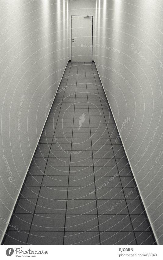 beim Chef antanzen... Farbe dunkel Wand Linie Architektur Tür Horizont hoch Perspektive trist Bodenbelag bedrohlich Ziel lang Fliesen u. Kacheln Quadrat