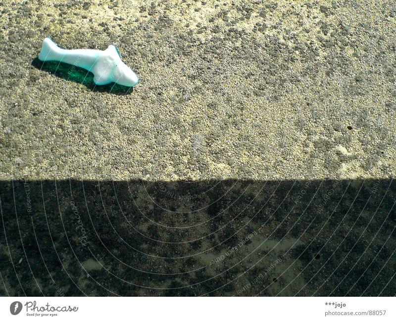 gestrandet Meer Strand Ernährung Stein Beton trist lecker türkis trocken Gummi Gummibärchen Delphine Wal gestrandet Gummitier Weingummi